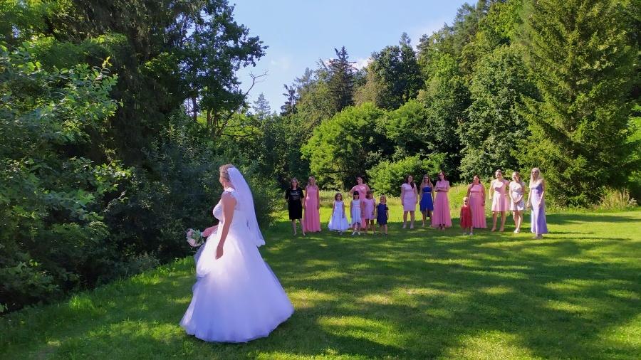Svatba - Házení kytice